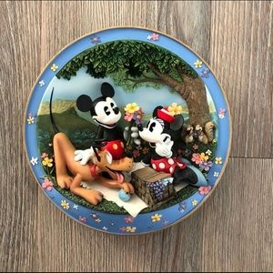 🆕 Disney Collector Scuptural Plate
